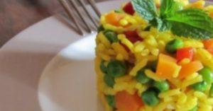Risotto alla curcuma, carote e piselli