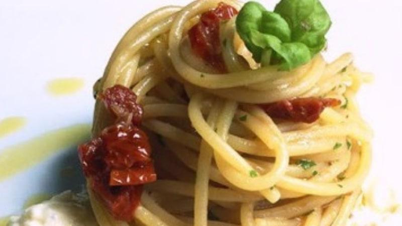 Spaghetti di farro con alici e pomodori secchi