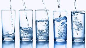 10 motivi per bere 2 litri di acqua al giorno